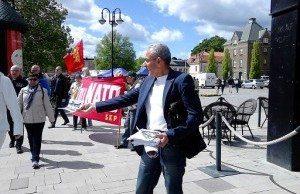 Arkivbild. Kampanjarbete mot Nato i Västerås den 23 maj. Flygblad delades ut av Ali Kinali.