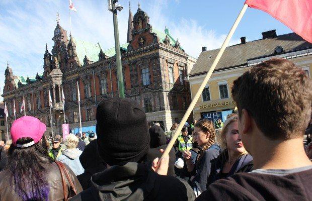Antifascister på Stortorget. Foto: Fredrik Jönsson