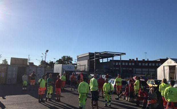 Ett hundratal sophämtare valde att gå ut i strejk.
