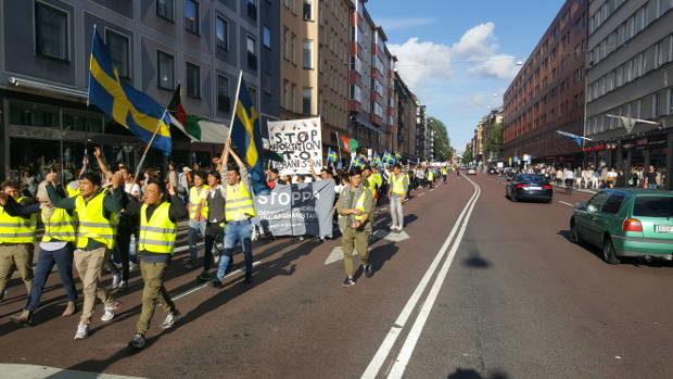 Tusentals demonstrerade mot fn tribunalen