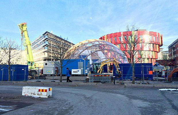 NCC:s Dome of Visions under montaget i Göteborg på Campus Lindholmen vid Chalmers Tekniska Högskola. Foto: Vogler [CC BY-SA 4.0 (https://creativecommons.org/licenses/by-sa/4.0)], from Wikimedia Commons