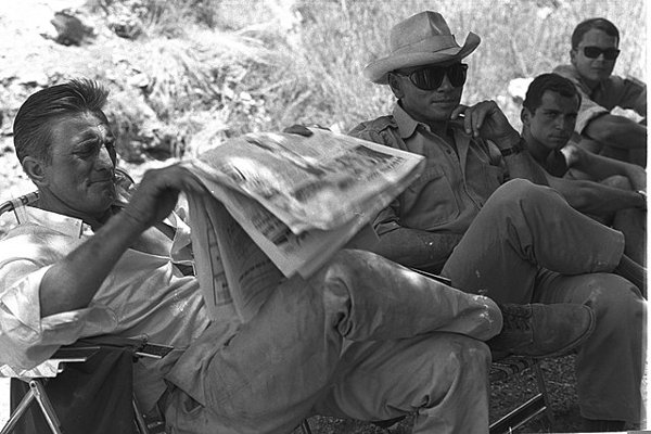 Kirk Douglas och Yul Brynner. Foto: David Eldan (Public domain)