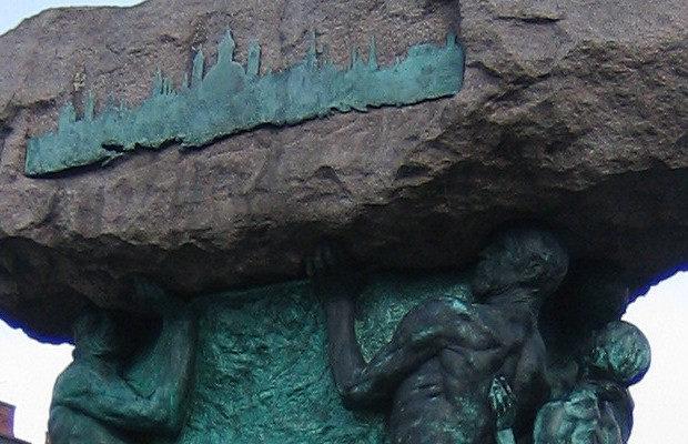 """Statyn """"Arbetets ära"""" av Axel Ebbe, den finns på Möllevångstorget i Malmö. Foto: Jorchr/Wikimedia Commons (CC BY-SA 3.0)"""