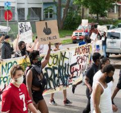 26 maj 2020: Protestmarsch i Minneapolis mot polisvåld – rättvisa för George Floyd. Foto: Fibonacci Blue/Flickr (CC BY 2.0)